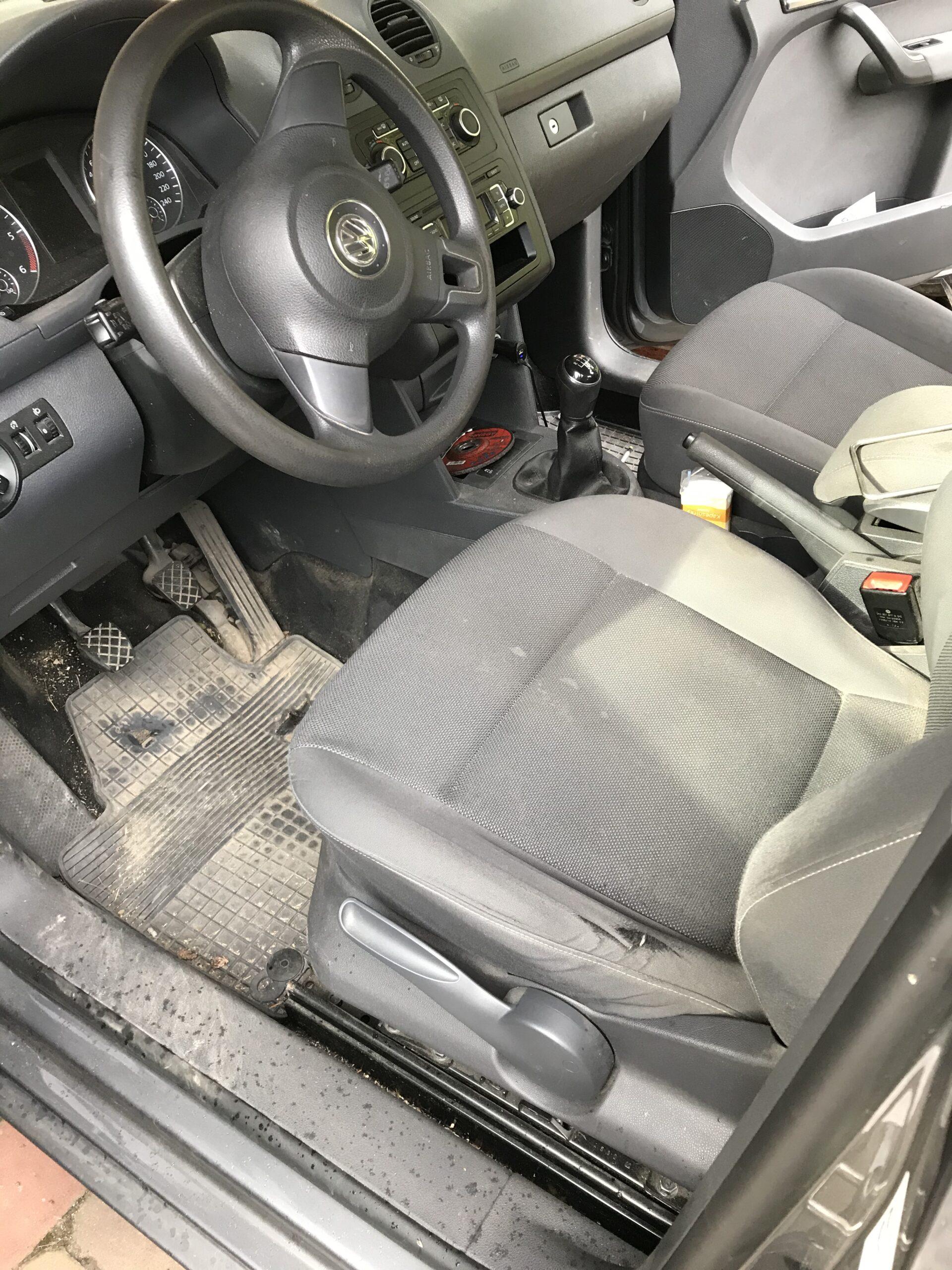 mokré čištění interiéru auta ostrava